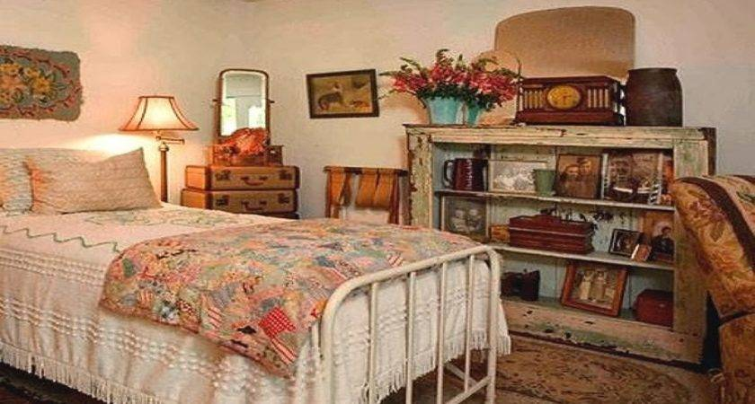 Country Vintage Style Bedroom Decorating