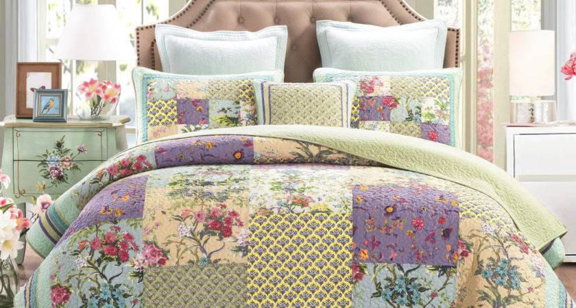 Dada Bedding Frosted Pastel Gardenia Reversible Quilt Set