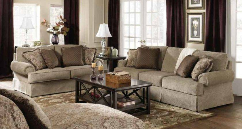 Living Room Engaging Decoration Using