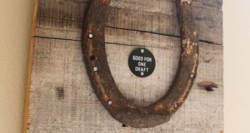 Lucky Horseshoe Barn Wood Wall Hanging Etoys
