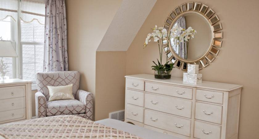 Magnificent Mirrored Dresser Tray Decorating Ideas
