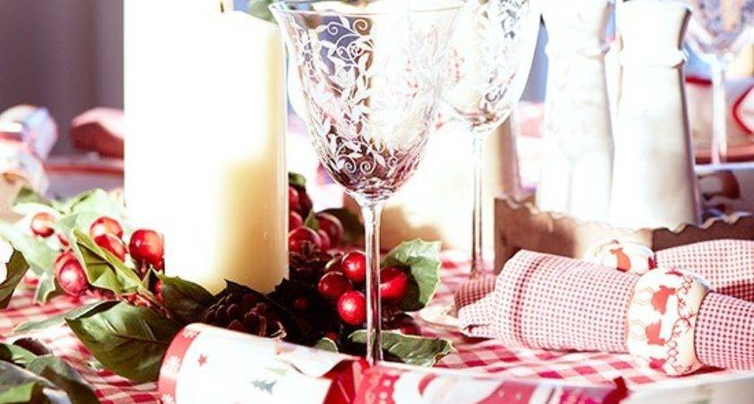 Red White Christmas Table Etched Wine Glasses