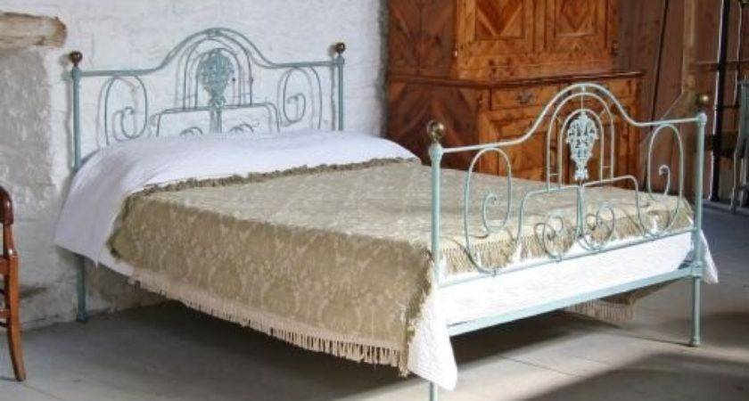 Shabby Chic Pretty Forged Iron King Portugese Bed