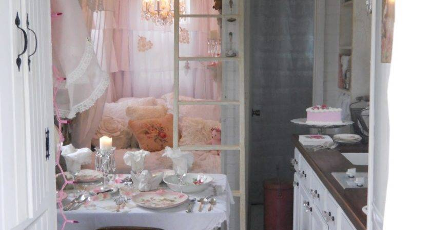 Shabby Chic Tiny Retreat Hosting Party House