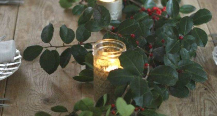 Simple Holly Berry Christmas Cor Ideas Shelterness