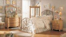 Simple Steps Vintage Style Bedroom