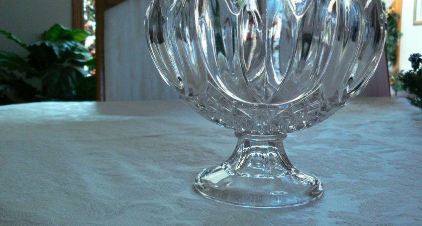 Vintage Unmarked Large Tulip Scalloped Edge Pedestal
